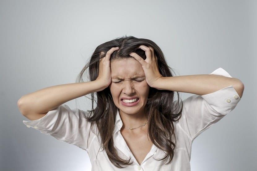 Mujer con ataque de pánico