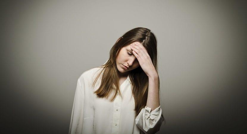 Mujer triste por ataque de pánico