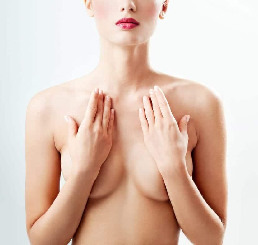 Mujer sin sujetador