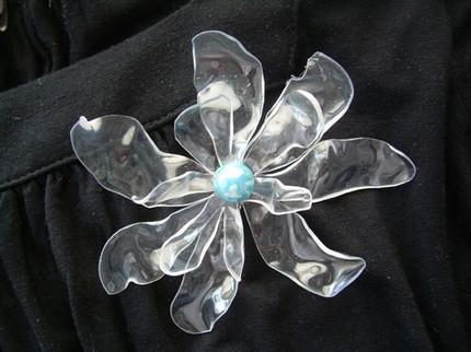 flor1 Impresionantes flores reciclando botellas de plàstico
