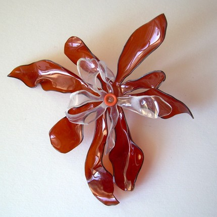 flor2 Impresionantes flores reciclando botellas de plàstico