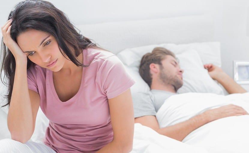 Mujer preocupada después de tener sexo
