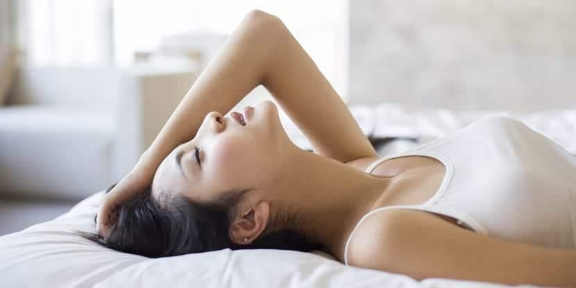 Chica teniendo orgasmo