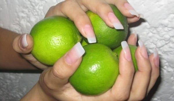 Dale más brillo a tus uñas