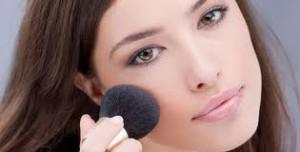 Rubor en maquillaje de día