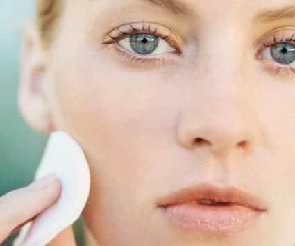 Desmaquillarte: clave para la salud de tu piel