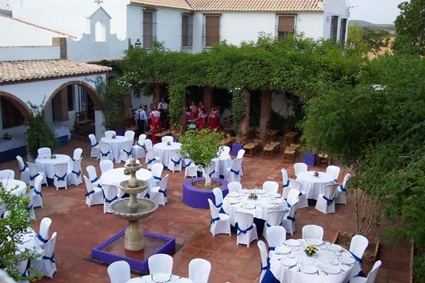 Boda sencilla y original gallery of centros de mesa para for Como organizar una boda civil sencilla y economica