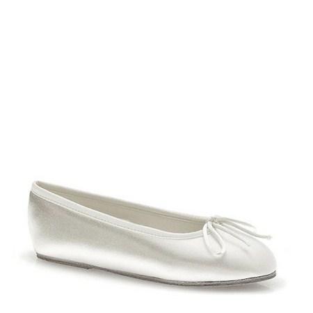 calzado para los niños en una boda