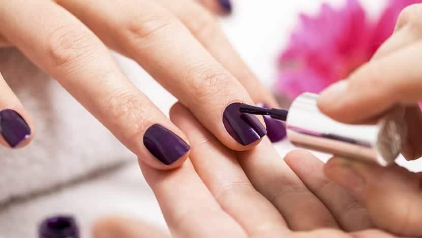 Adios a las uñas quebradizas con el esmalte y formol