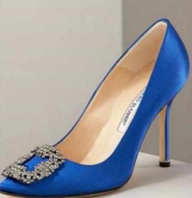 Cómo combinar los zapatos azules eléctricos