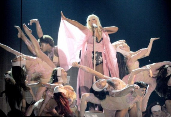Los looks glamorosos de las famosas en American Music Awards 2012