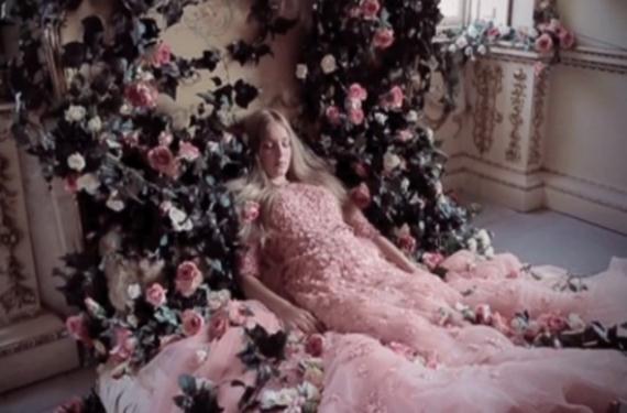 Disney se viste de Versace y Valentino