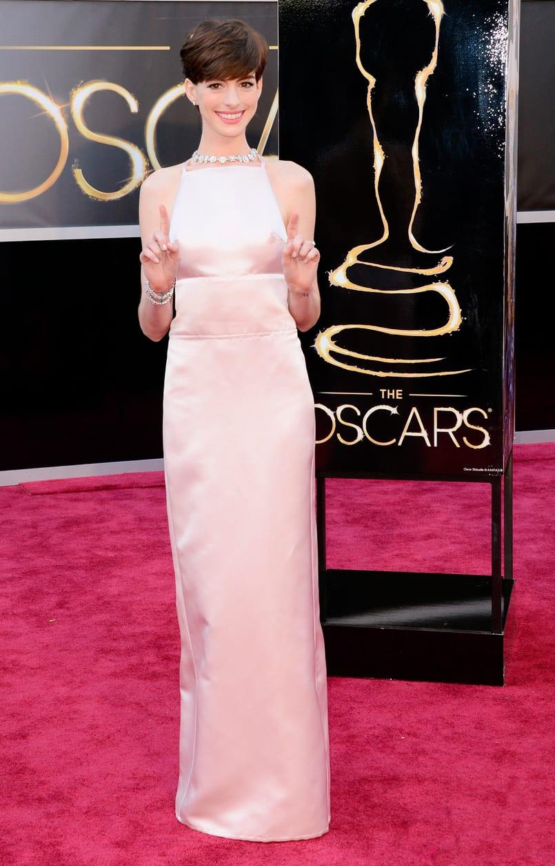 Oscar 2013: El look de Anne Hathaway, toda una princesa vestida de Prada