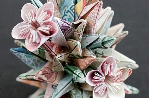 mini-esculturas de arte hechas con billetes