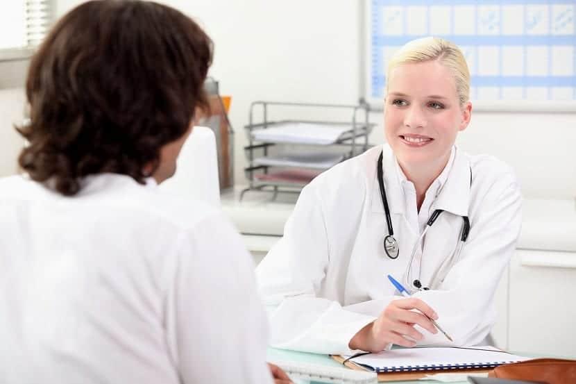Médico para curar abscesos