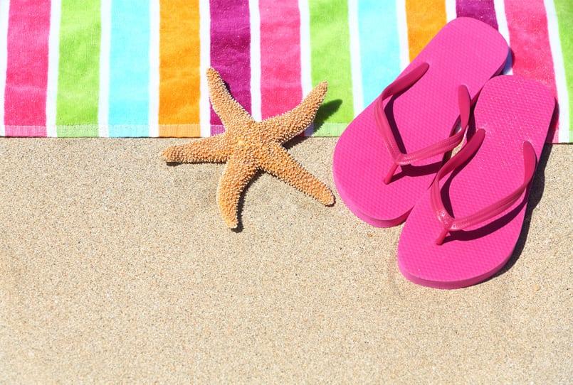 Guapas en la playa o piscina ¿Con chanclas o con sandalias?