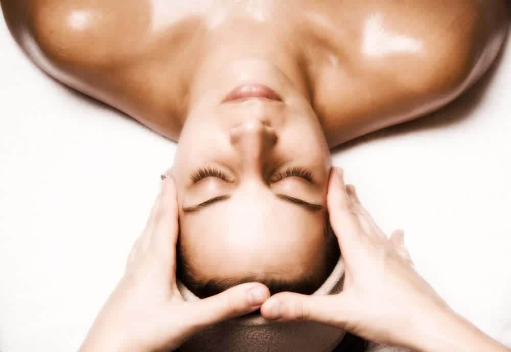 Cómo usar aceites faciales, beneficios y tipos