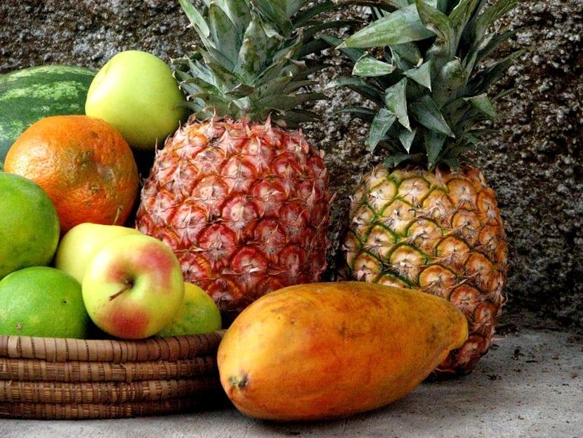 fruta y piña