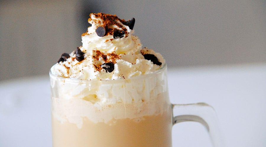 Frappuccino con toping de nata