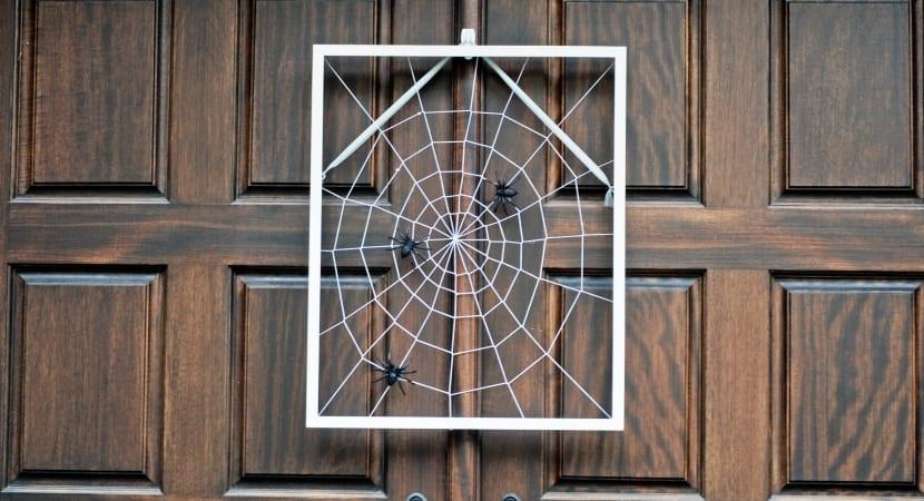 Tela de araña cosida