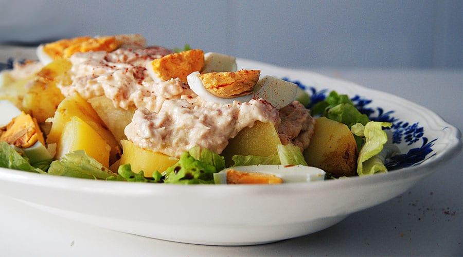 Ensalada fría de patata y atún