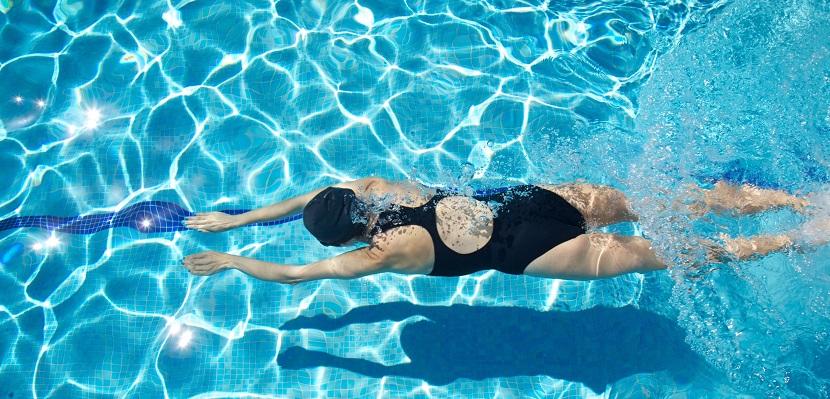 Deportes en la piscina