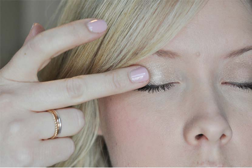 maquillaje ojos dedos