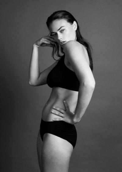 Myla Dalbesio para Calvin Klein Underwear reabre el debate de las tallas grandes