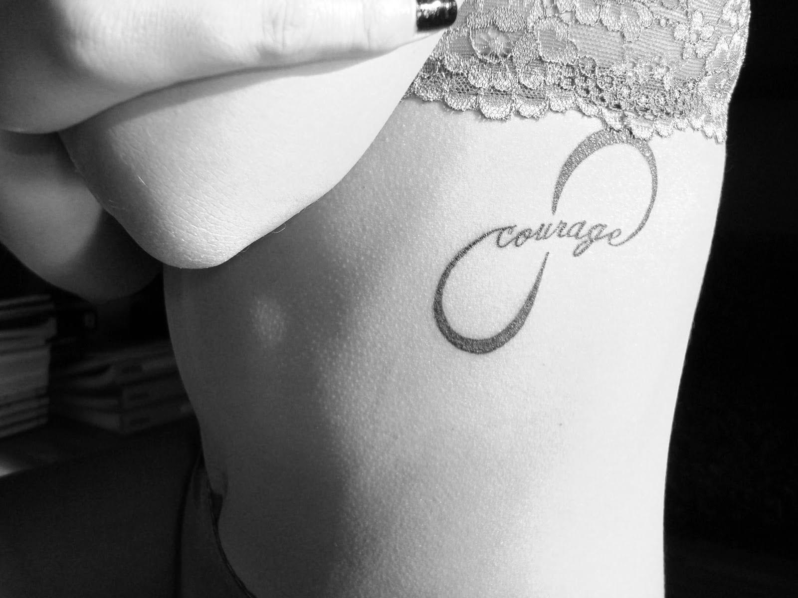 Tatuaje de infinito y coraje