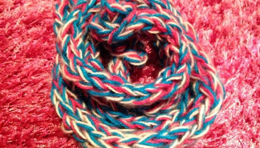 bufanda con las manos colores