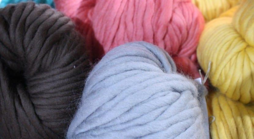 bufandas con las manos colores portada