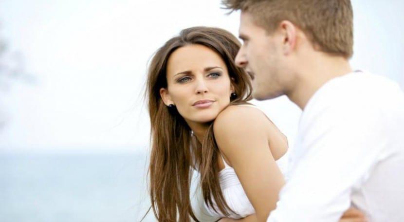 pareja discutir bezzia_910x500