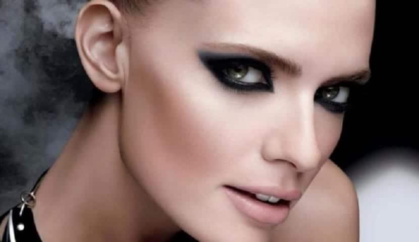Maquillaje intenso de ojos