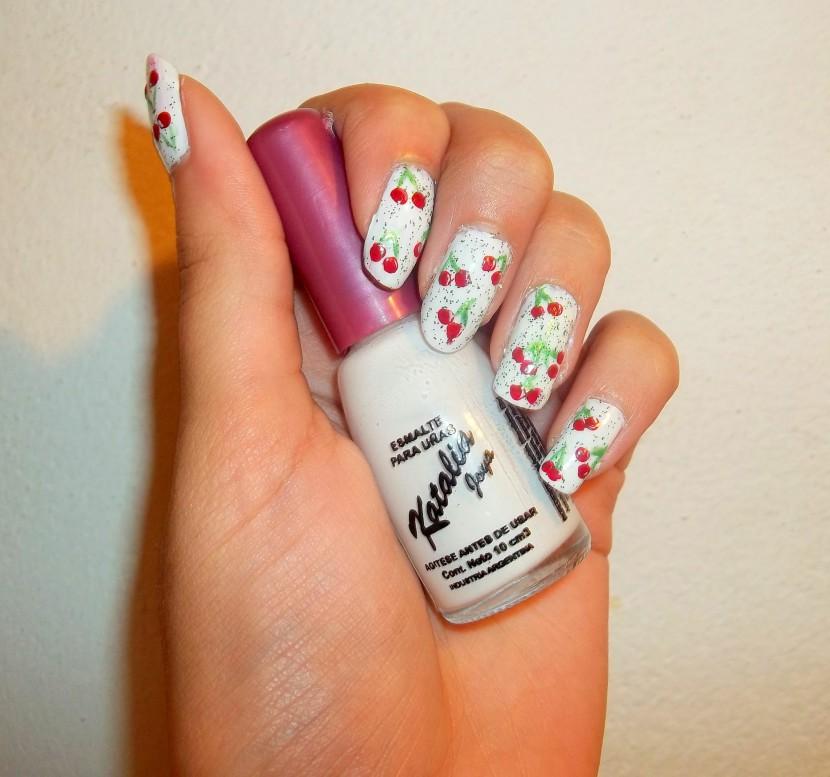 Paso a paso de uñas con cerezas