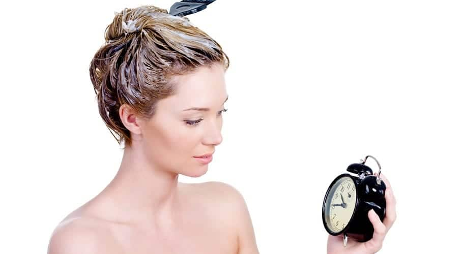Teñirse el pelo de rubio ceniza