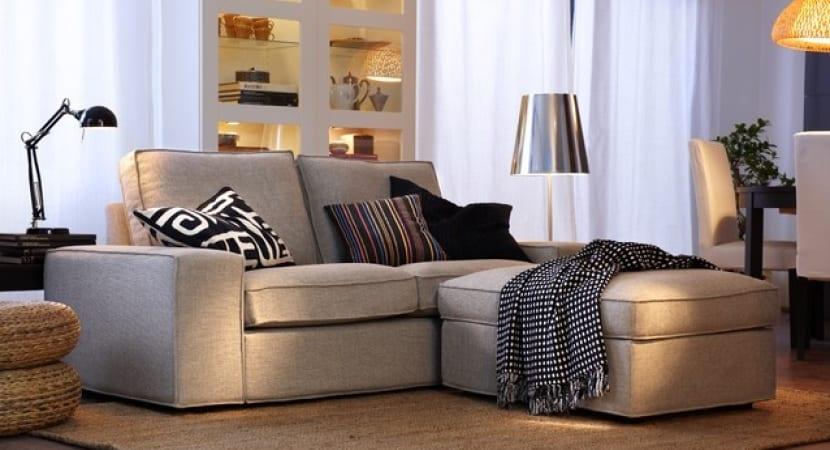 Sofa chaise con pouf