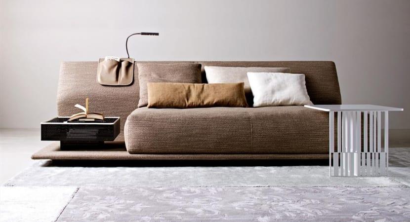 Sofa con respaldo-muro