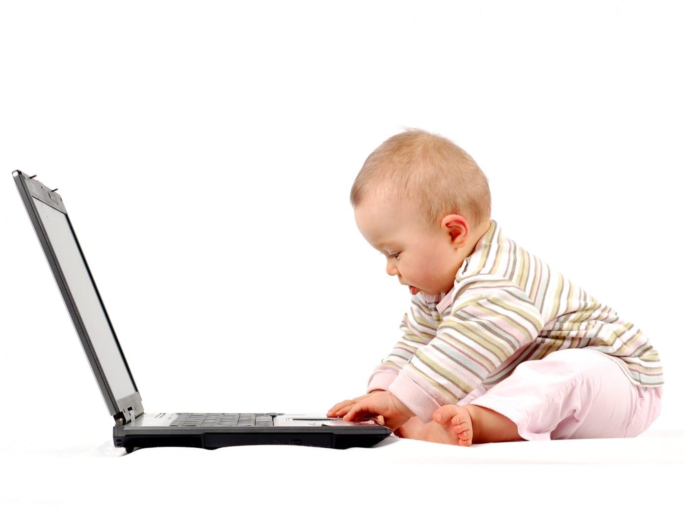niños utilizando la tecnología