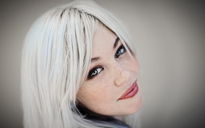 cabello blanco en mujeres