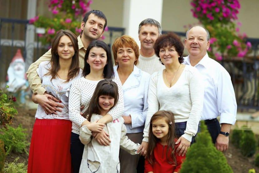 padres y abuelos en familia