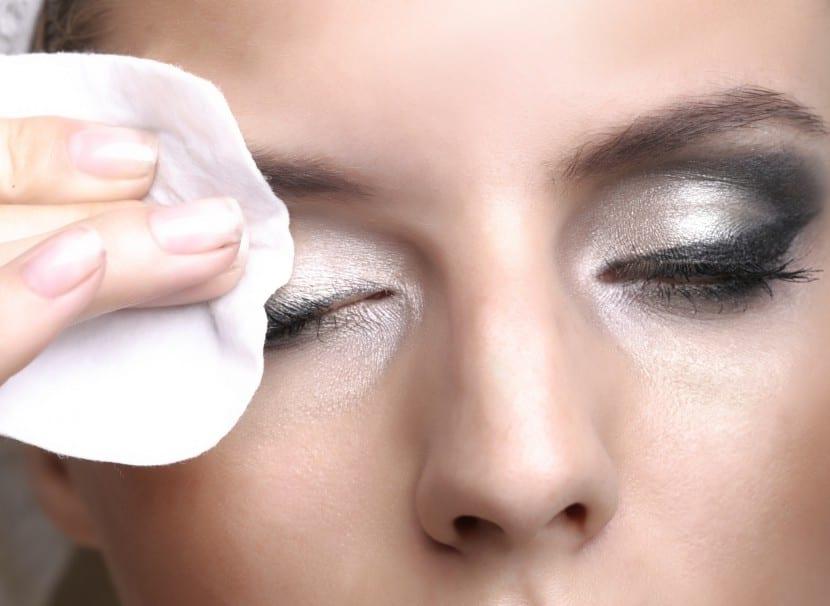 quitar máscara de pestañas a prueba de agua