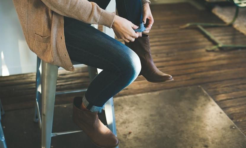 Zapatos que se combinan con pantalones pitillo