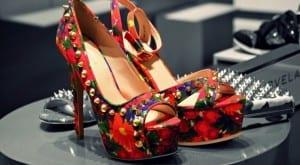 Zapatos de plataforma con tachuelas