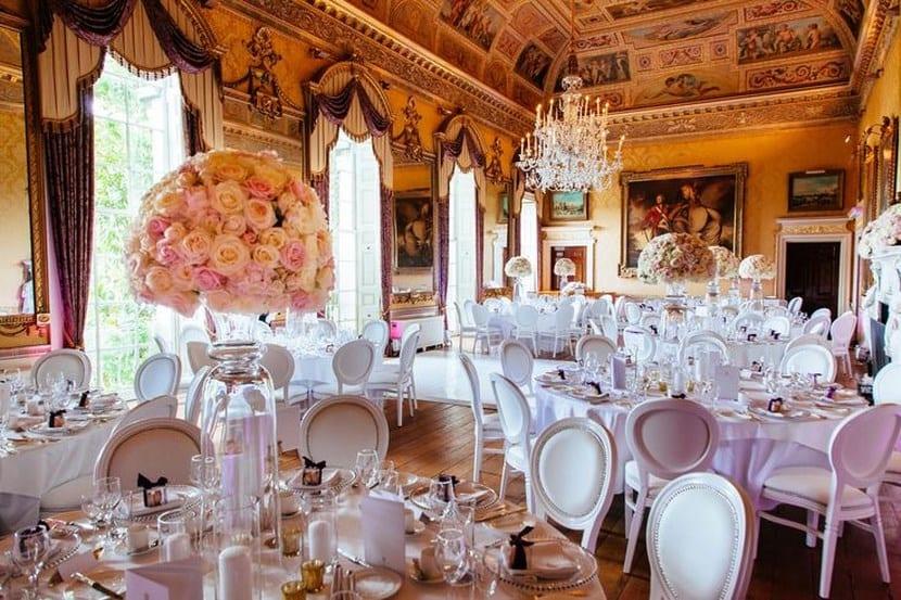 Sillas Luis XVI en mesas de boda