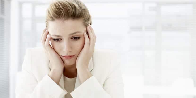 mujer triste tras ruptura