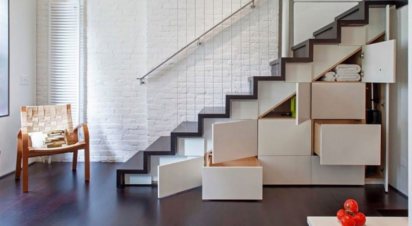 debajo escalera portada