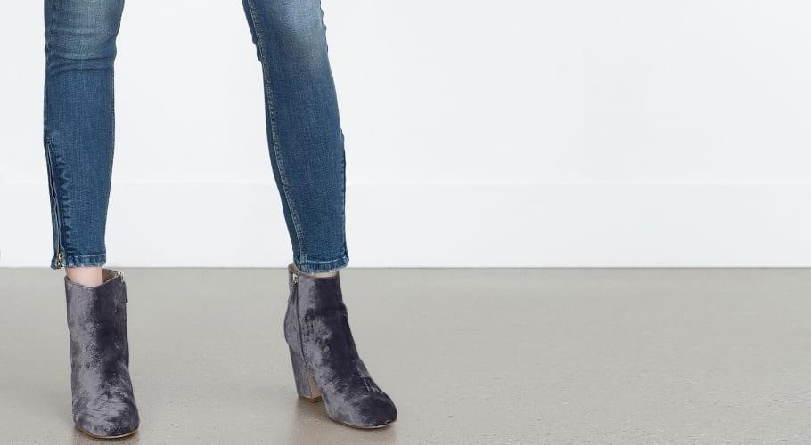 Los botines de terciopelo azul