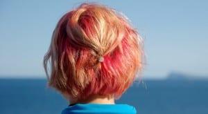 Cabello rubio y rosa