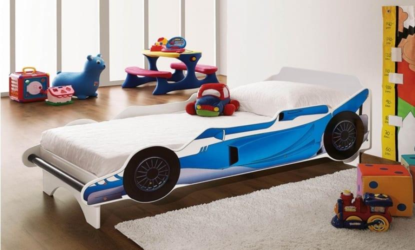 Cama en forma de coche de carreras