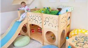 Cama infantil con zona de juegos
